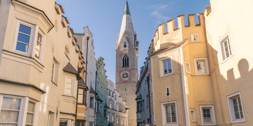 Stadtansicht Brixen - auch in Brixen beraten wir Mandanten bei Fragen zum Thema Stiftung gründen in Liechtenstein